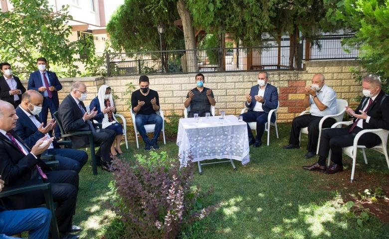 Adalet Bakanı Gül'den, Duygu'nun ailesine taziye ziyareti